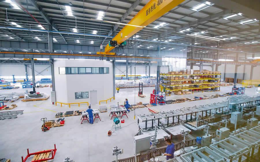 Nochmals über rund 8.000 m² zusätzliche Produktionsfläche im neu eröffneten Werk