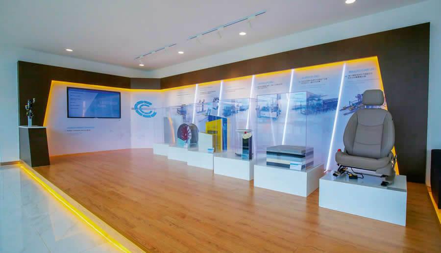Kompetenz zum Anfassen: Showroom im Eingangsbereich